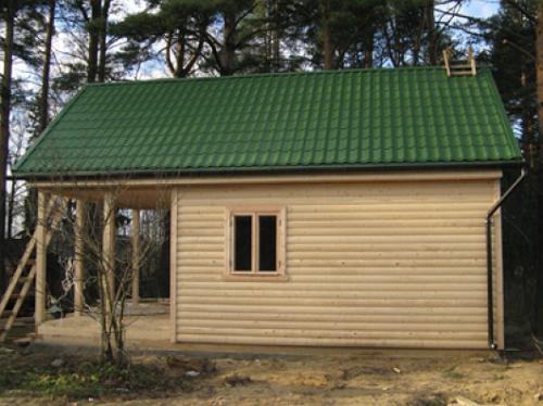 Профнастил – бюджетный вариант крыши для бани.