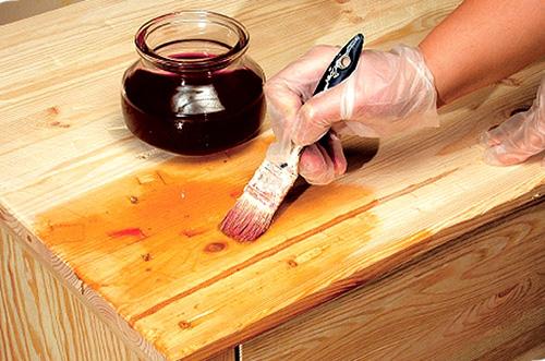 Пропитка на основе масел призвана защитить древесину от гниения