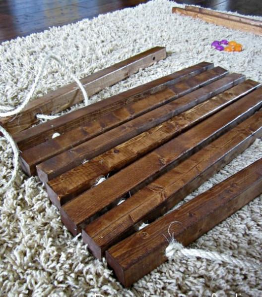 Работать с древесиной легко и приятно.