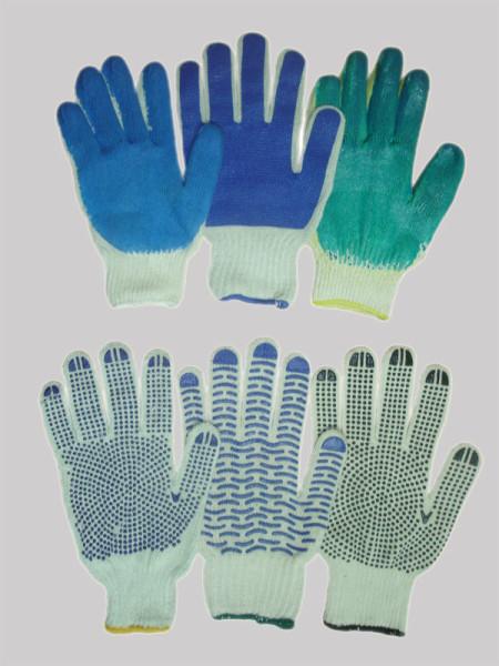 Работать веником лучше всего в специальных перчатках, поскольку это защитит руки от ожогов и появления мозолей