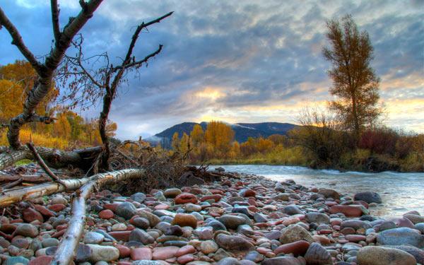 Речные камни для печи: фото