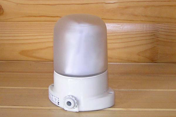 Специальный светильник с защитным колпаком и герметичным вводом