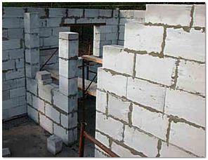 Стены возводятся равномерно