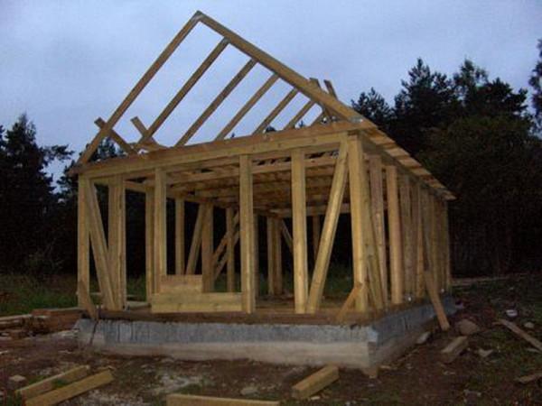 Строительство каркасно-щитового дома.