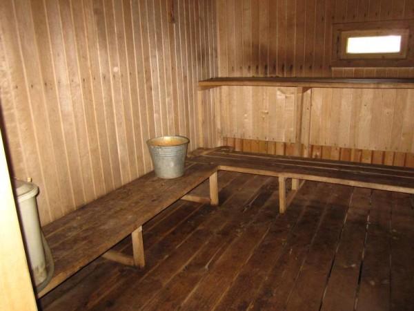 Учитывая сложность «среды обитания», обработка вагонки внутри бани – важнейшая задача, у которой есть странное решение