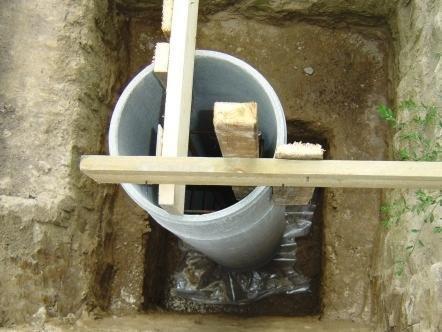 Установка фундамента из асбестоцементных труб