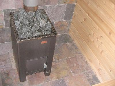 Установка металлической печи в бане имеет свои преимущества и недостатки.