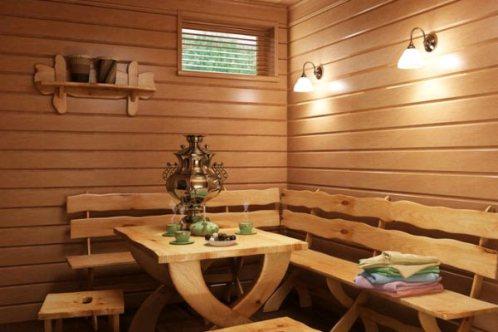 В уютном предбаннике можно отдохнуть от процедур, попив чайку или квасу.