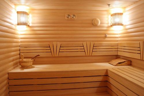 Внешне сауна и баня практически не отличаются, самая большая разница - в способе воздействия на организм