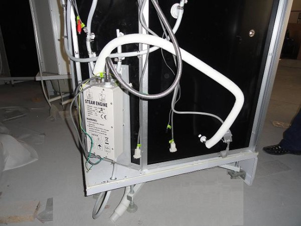 Внешний вид парогенератора, который используют для душевых кабин