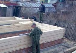 Возведение стен для бани из дерева на даче