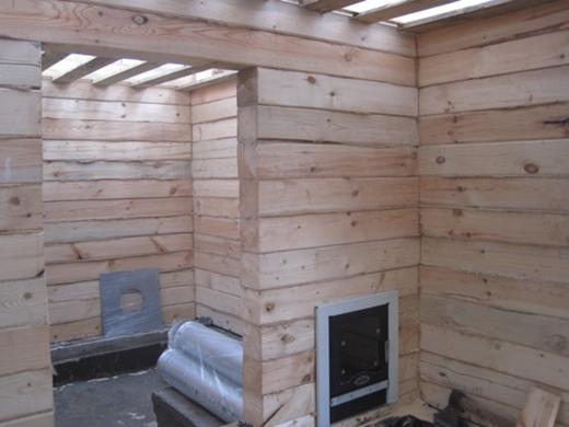 Загрузка дров осуществляется из предбанника.