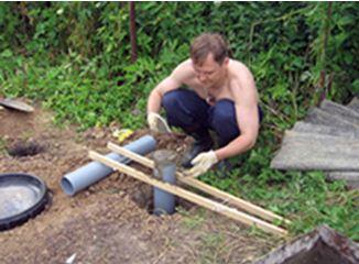 Заливаем столб бетоном.