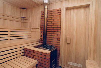 Железная печь в бане.