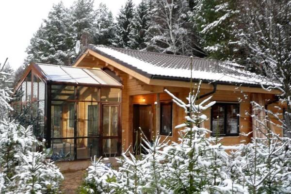 Зимой удобство дома с баней чувствуется особенно.