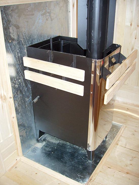 На фото - металлическая печь для бани заводского изготовления