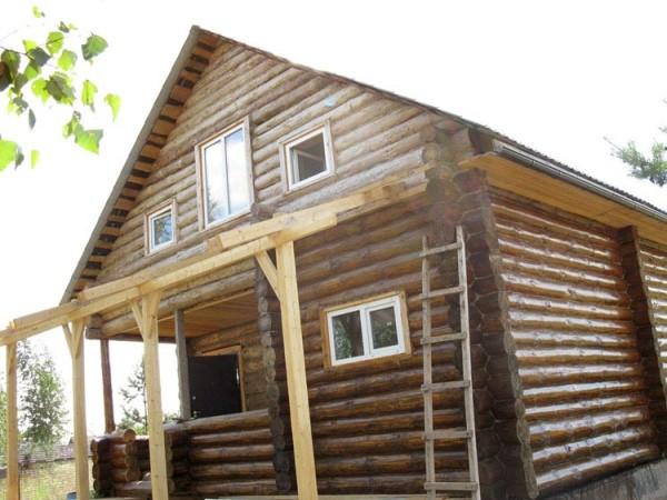 Бани из бревна с мансардой – отличный гостевой домик
