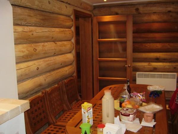 Баня из бревна в дополнительной внутренней отделке не нуждается