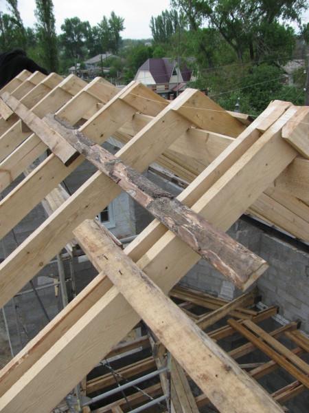 Баня из газоблока своими руками построенная может иметь и такую крышу