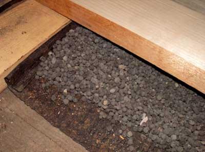 Черновой пол с рубероидом и керамзитом.