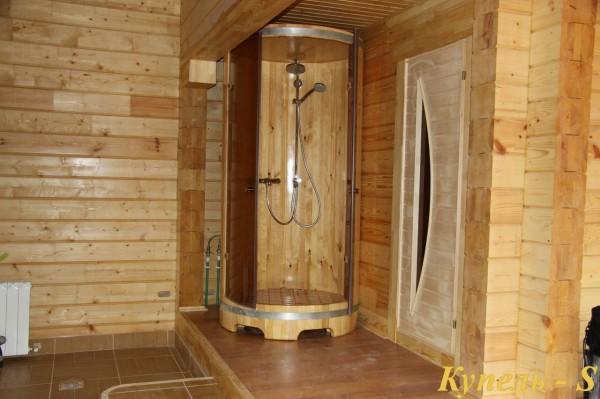 Душевая кабина, установленная в бане