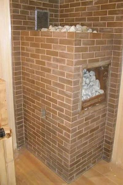 Дверца выше камней