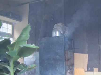 Дымящая в бане печь