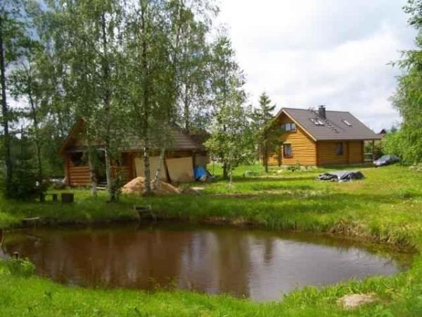Финская сауна на берегу водоема