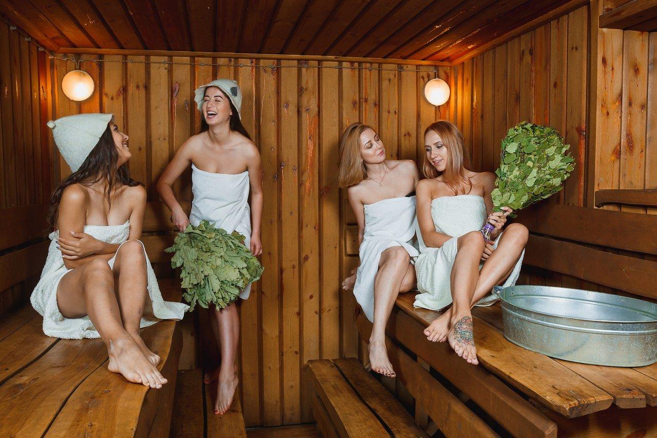 Женщины и девушки в бане, куколд в порно видео