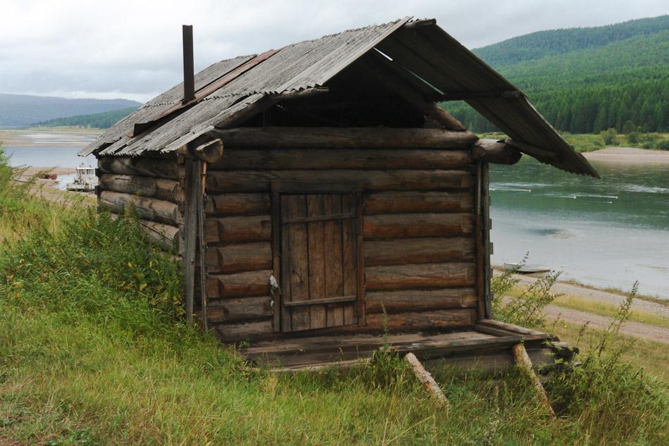 Русская старая баня нуждается в ремонте