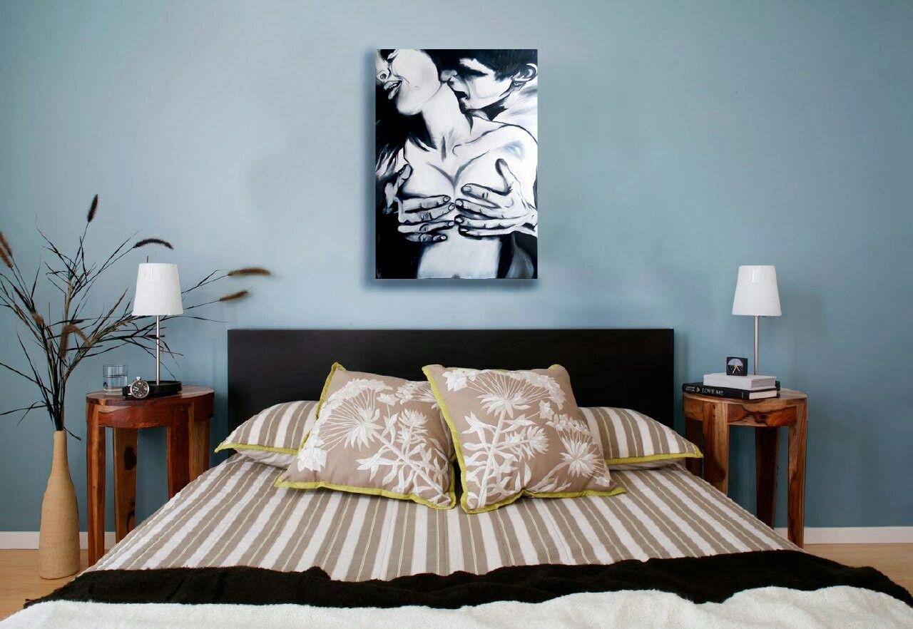 Картина над изголовьем кровати.