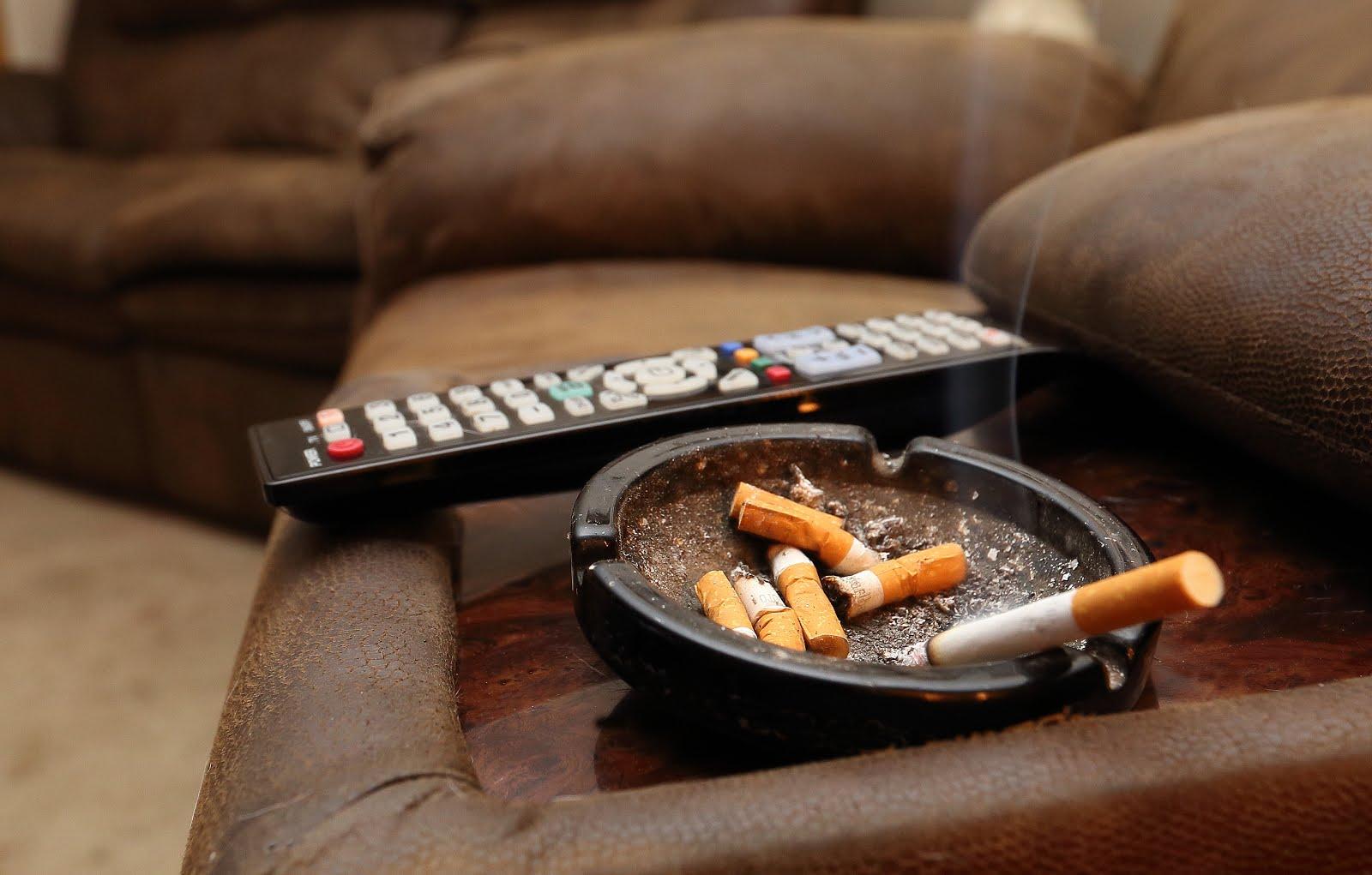 Способы правильного устранения запаха табака в квартире.