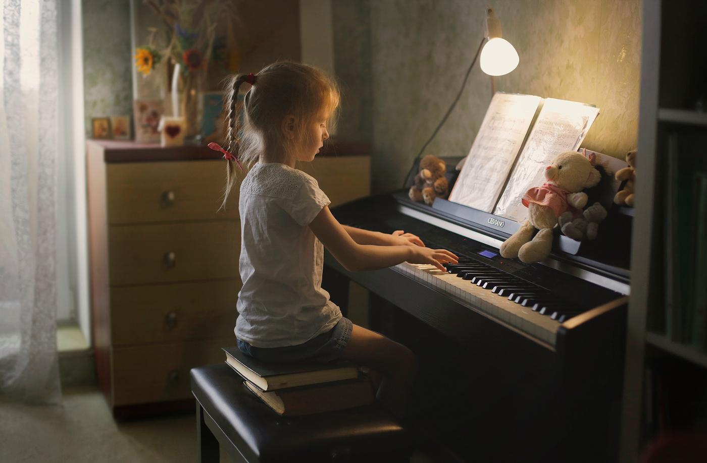 Картинки играют на фортепиано дети