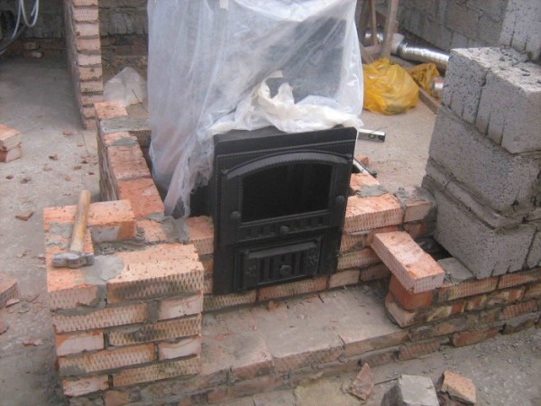 Фото – устройство печки на фундаменте.