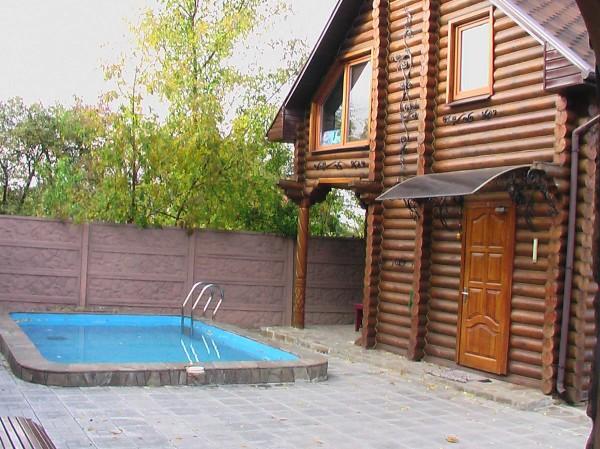 Фото бани рядом с забором