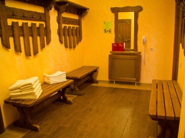 Фото общейраздевалки в частной бане.