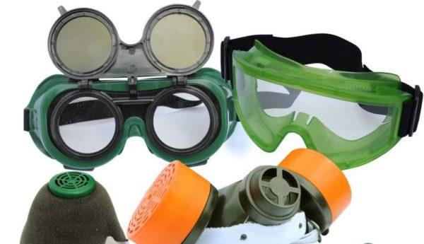 Перчатки, очки и маски помогут и защитят от пестицидов