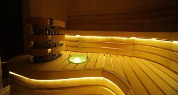 Светодиоды монтированы в нижней части бани