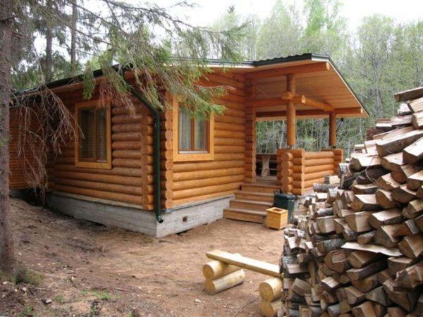 При строительстве каждая часть бани должна изготавливаться из нужного материала, исходя из влажности в помещении