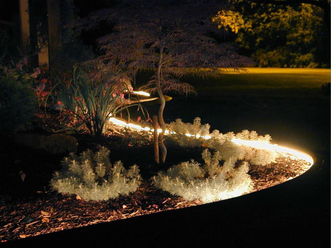 Подсветка цветника на даче светодиодной лентой