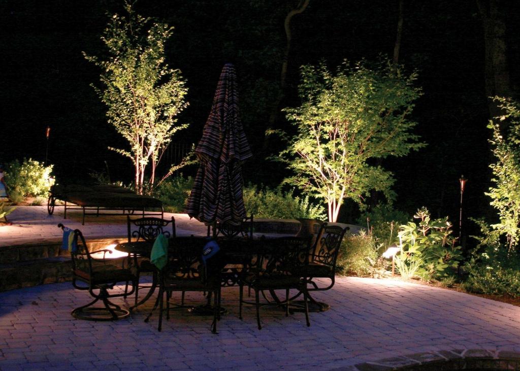Подсветка садовых кустарников и зоны отдыха