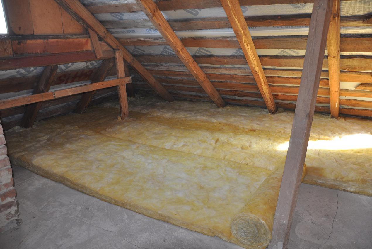 Утепление потолка со стороны чердака на даче