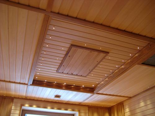 Из вагонки можно и такой потолок сделать