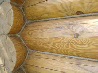 Конопатка сруба в бане - один из самых простых строительных процессов