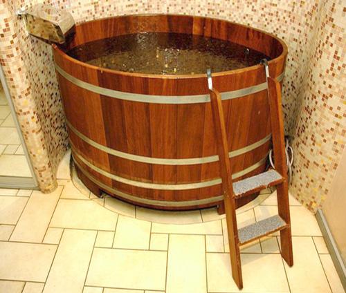 Купель с холодной водой в бане – прекрасная альтернатива проруби.