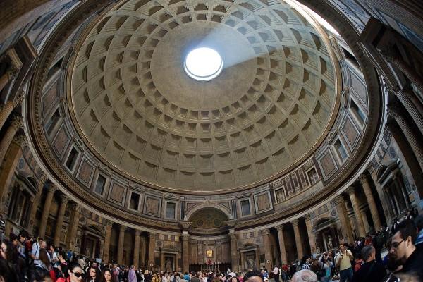 Купол римского Пантеона – один из величайших куполов, сохранившихся из современности.