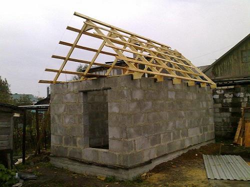 Легкая постройка из пеноблоков