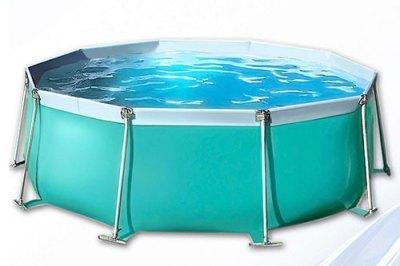 Летом такой бассейн можно ставить на улице, а на зиму переносить в баню