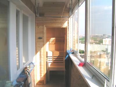 Любительское фото готовой парилки, которая размещена на балконе