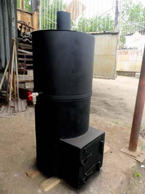 Любительское фото самодельной печи с небольшим резервуаром для жидкости